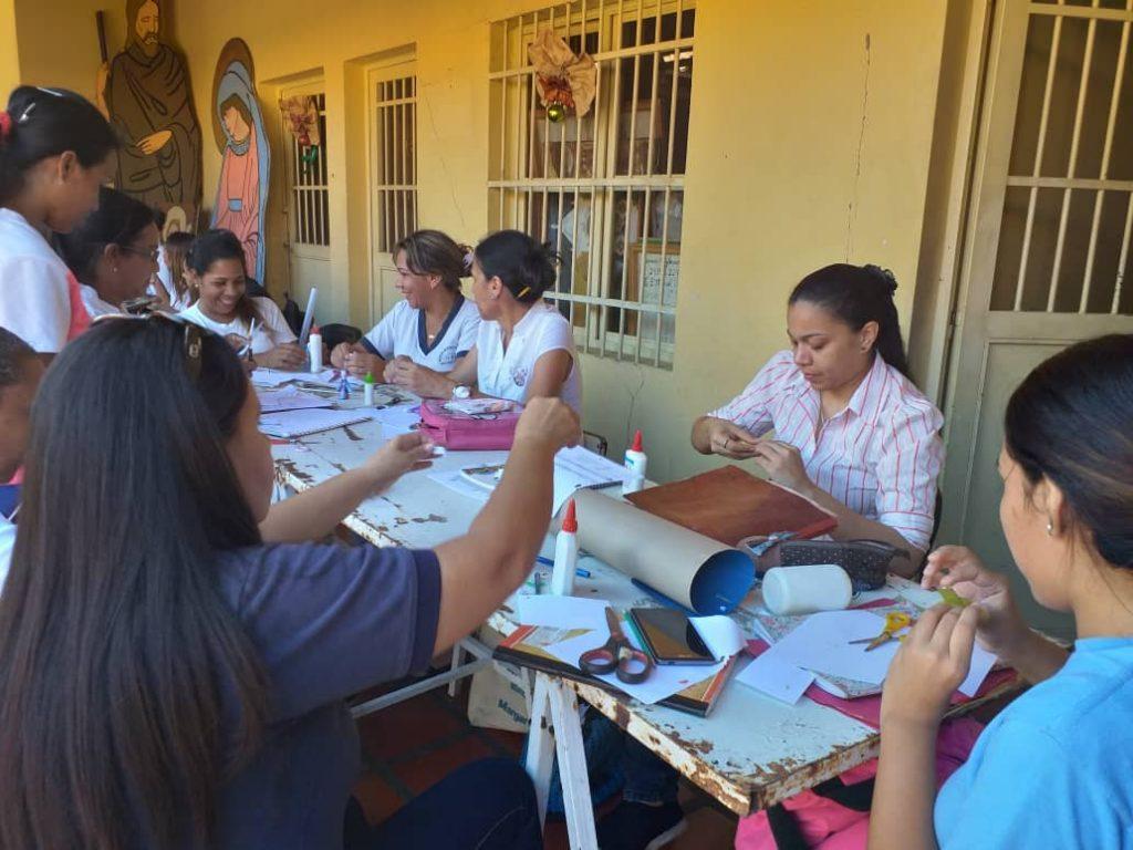 Docentes de educación inicial participan en los talleres de formación.